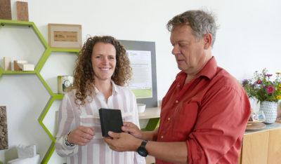 Fred en Sissy in het kantoor van Agrodome
